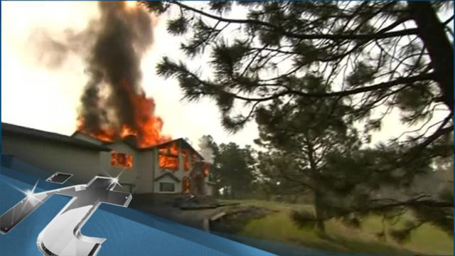 News video: Colorado Breaking News: Firefighters Hold Line on Colorado Wildfire